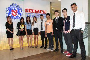 Sinh viên của học viện quản lý Nanyang NIM