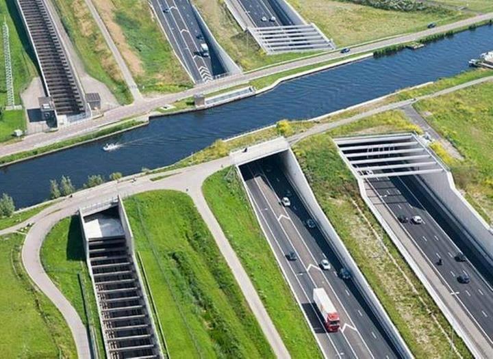 Hình ảnh giao thông hoạt động dưới nước một cách kì diệu tại Hà Lan
