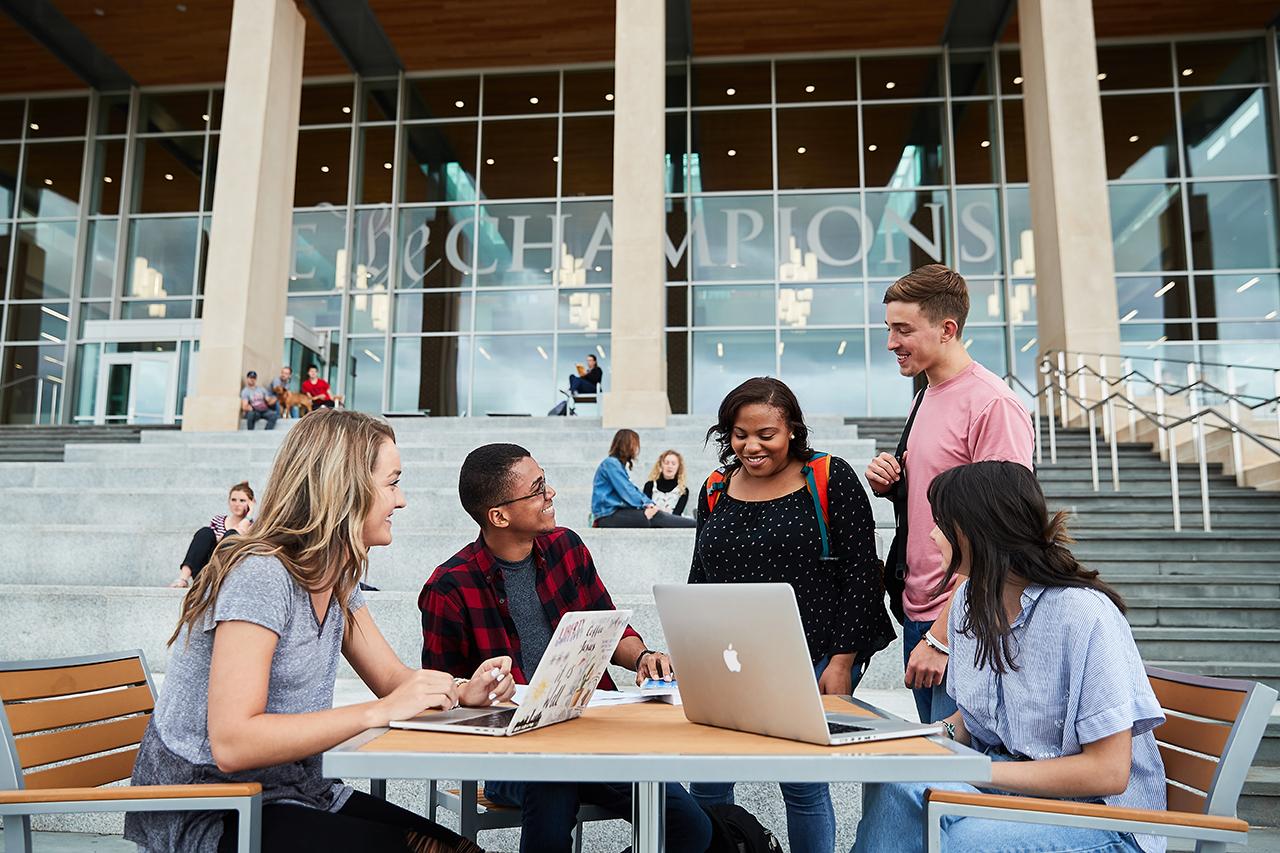khác nhau giữa môi trường trung học phổ thông và đại học