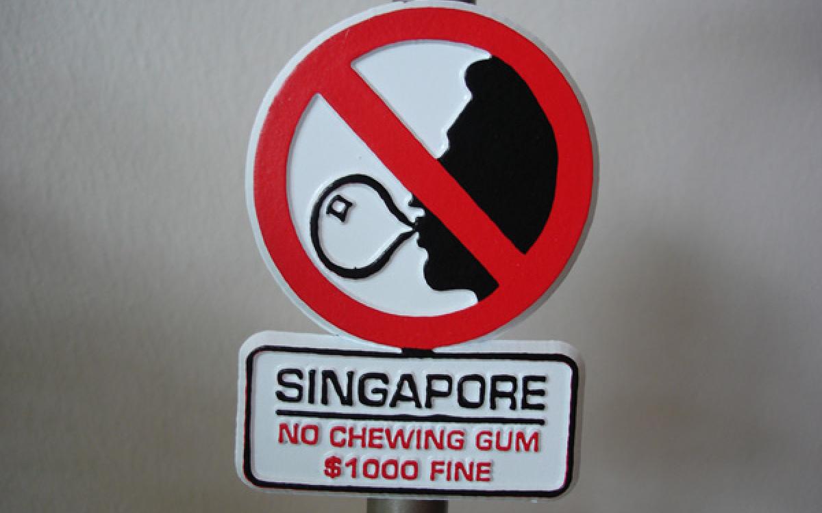 phạt lạ khi đặt chân tới singapore