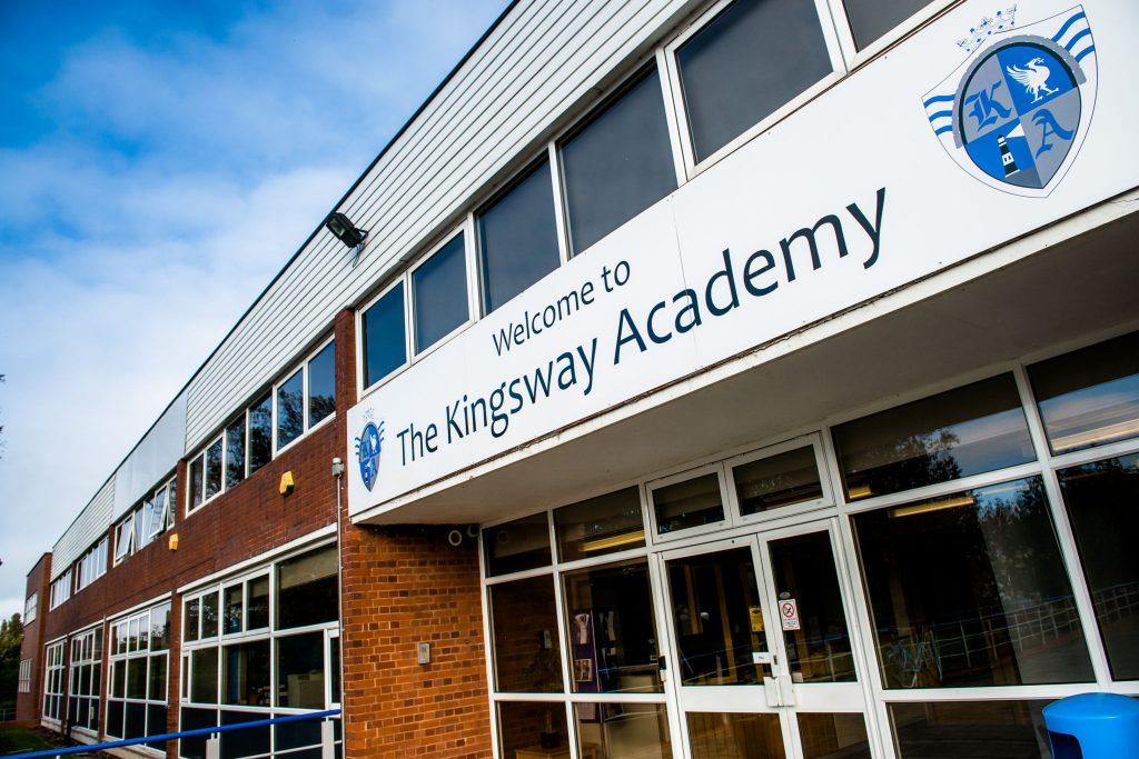 Trường-Trung-Học-Phổ-Thông-Kingsway-Academy-Canada.